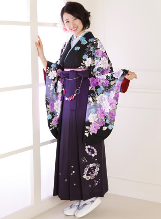 No.590 黒地花柄着物&ぼかし濃紫地のチェリー花柄袴