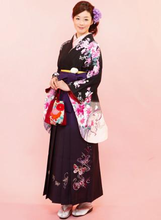 No.594 黒地にエレガントな花柄着物&蝶刺繍の濃紫地ぼかし袴