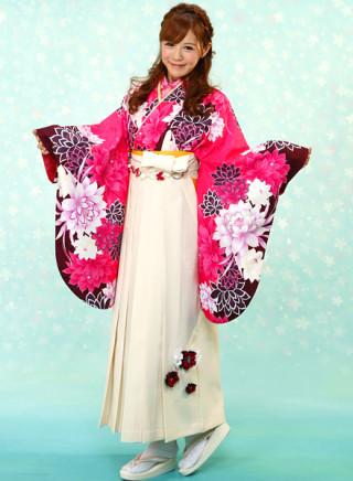 No.677 濃い目ピンク地の花柄着物&白地飾り付き袴
