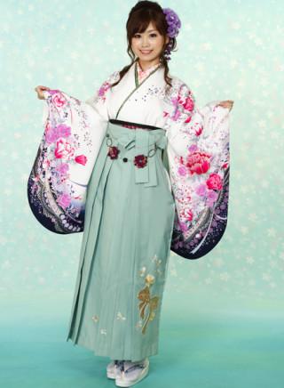 No.678 白地花柄着物&グリーン地のスパンコールリボン刺繍袴