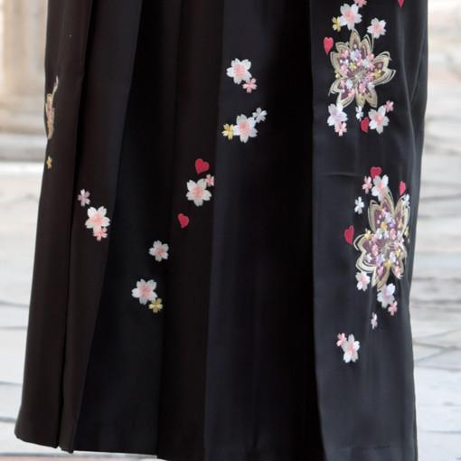 【卒業時装】着物802グリーン/藤色洋花*はかま398ワイン・黒/ボカシししゅうの衣装画像3