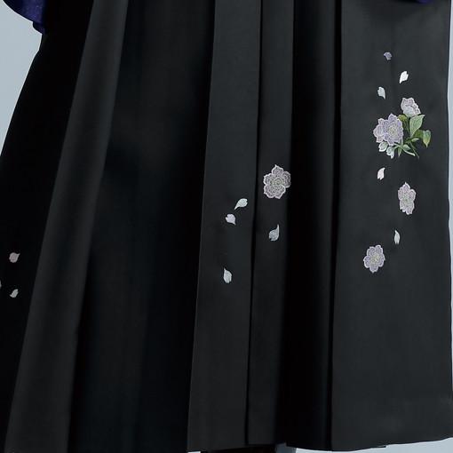 【卒業時装】着物904白/藤ボタン*はかま396グレー/ボカシししゅうの衣装画像3