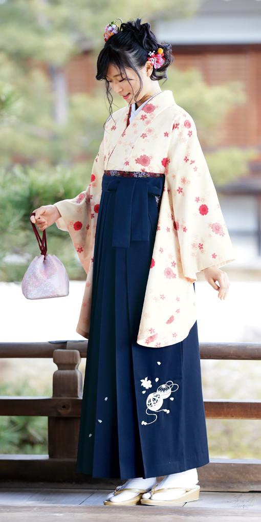 【卒業時装】着物724ベージュ/八重桜*はかま371紺/手まりししゅうの衣装画像1
