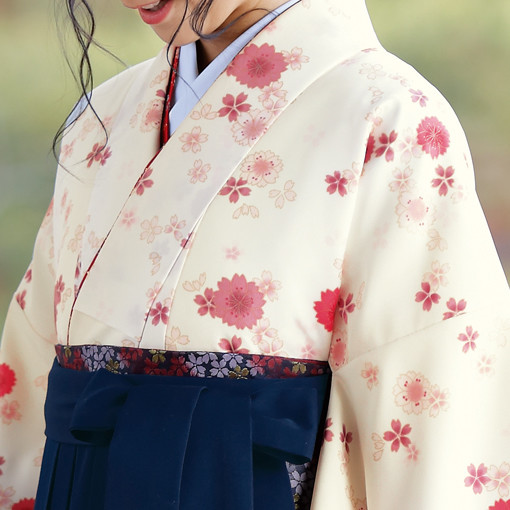 【卒業時装】着物724ベージュ/八重桜*はかま371紺/手まりししゅうの衣装画像2