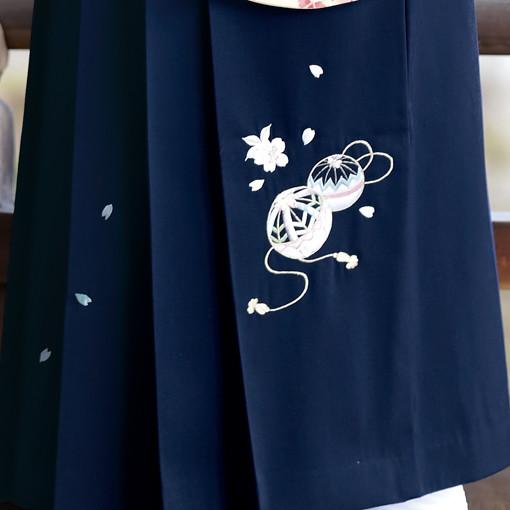 【卒業時装】着物724ベージュ/八重桜*はかま371紺/手まりししゅうの衣装画像3