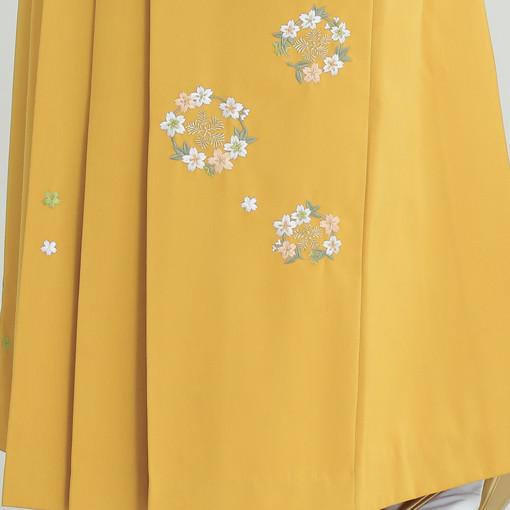 【卒業時装】着物801ブルー/花吹雪*はかま379カラシ/花輪ししゅうの衣装画像3