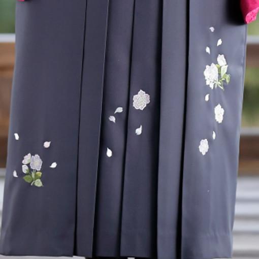 【卒業時装】着物819ワイン/桜つづれ*はかま396グレー/ボカシししゅうの衣装画像3