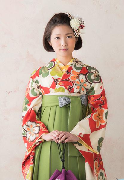 レトロモダンな梅模様の袴の衣装画像1