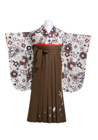 落ち着いた色合いの花尽くし柄の着物に刺しゅう入り茶の袴