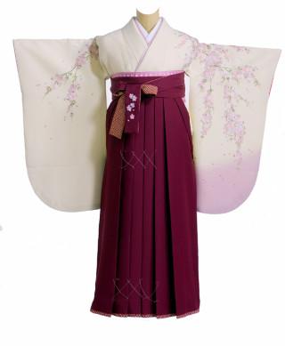 No.1227 明るい色地の着物にえんじの袴