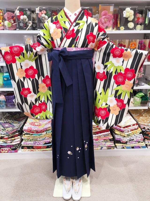 BK-0001/紺刺繍の衣装画像1