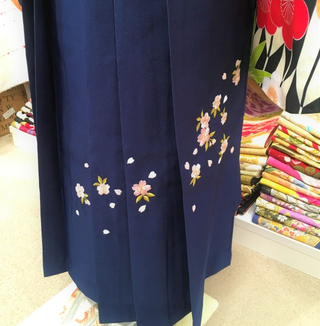 BK-0001/紺刺繍の衣装画像2