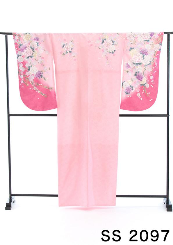ロマンスピンクの花柄二尺袖の衣装画像1