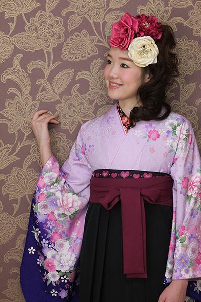 【小振袖】紫地・花柄 【袴】黒地の衣装画像1