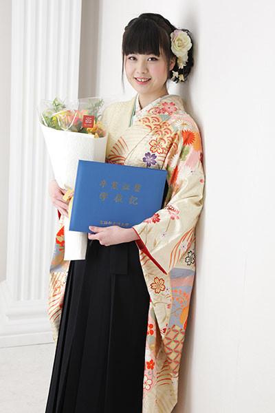 【振袖】黄色地・小紋柄 【袴】黒地の衣装画像1