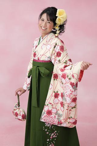 【小振袖】白地・花柄 【袴】緑地