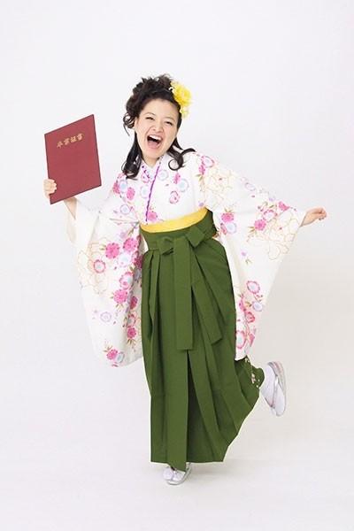 【小振袖】白地・花柄 【袴】緑地の衣装画像1