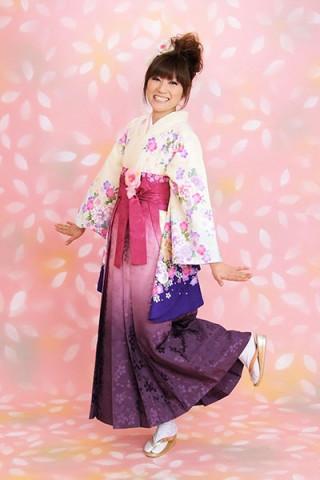 【小振袖】白地・花柄 【袴】紫地