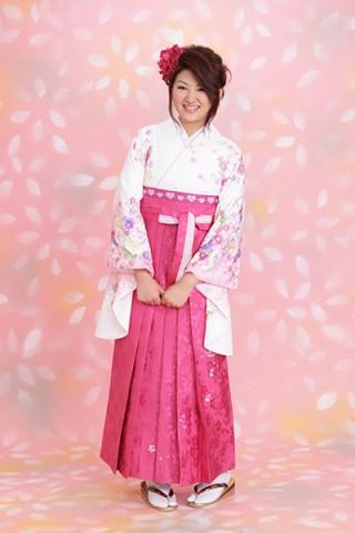 【小振袖】白地・花柄 【袴】ピンク地・小紋柄