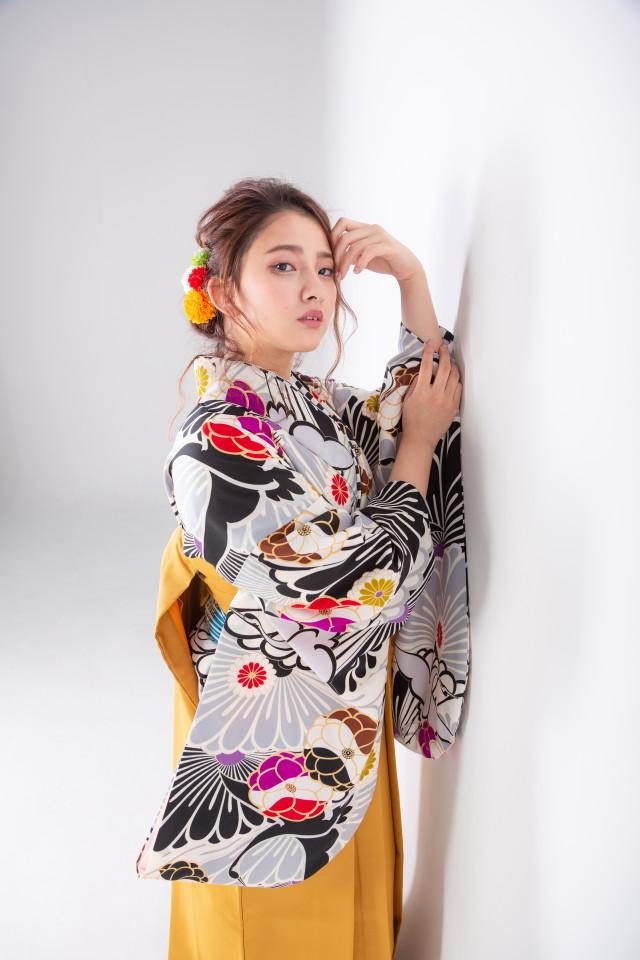 黒地に鶴と菊の衣装画像1