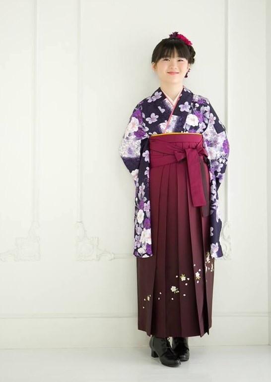 紫の衣装画像1