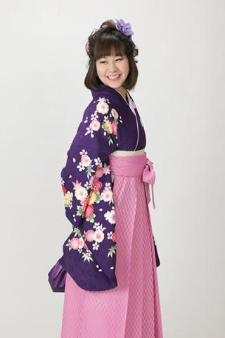 【小振袖】紫地・花柄 【袴】ピンク地・小紋柄