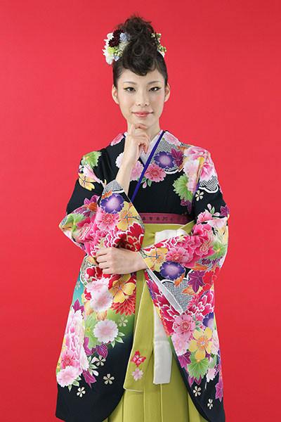 【小振袖】黒地・花柄 【袴】緑地の衣装画像1