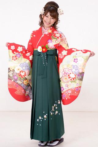 No.601 赤地の古典花柄着物&緑地桜刺繍袴