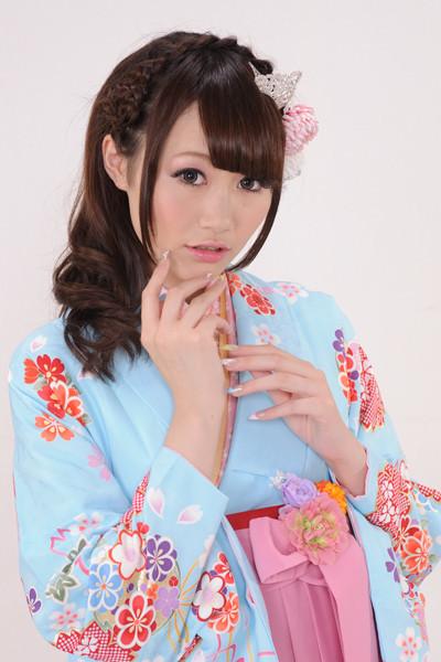 水色地の桜モチーフ着物&ピンク桜刺繍袴の衣装画像2