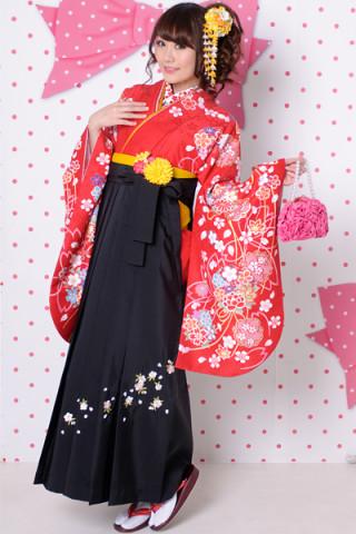 No.606 赤地に花柄着物&黒地桜刺繍袴