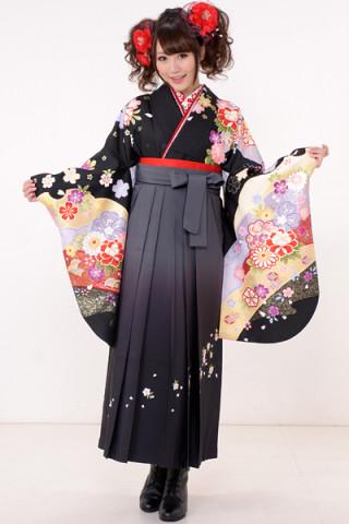 No.607 黒地の花柄着物&桜刺繍ぼかし袴
