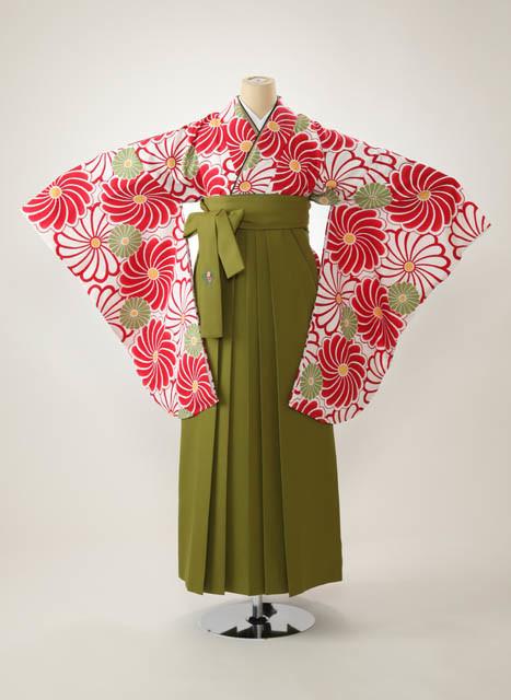 モダンな白赤着物&グリーンのはかまの衣装画像1