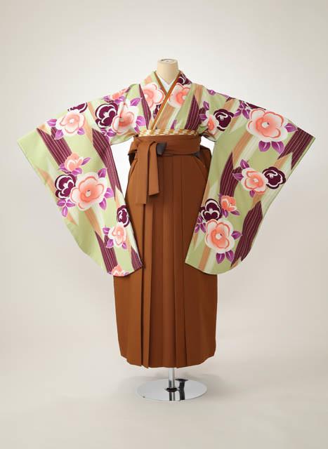 グリーン系着物&茶系はかまの衣装画像1