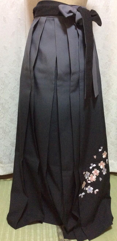 167cm〜170cm ベージュ&黒 刺繍袴の衣装画像2
